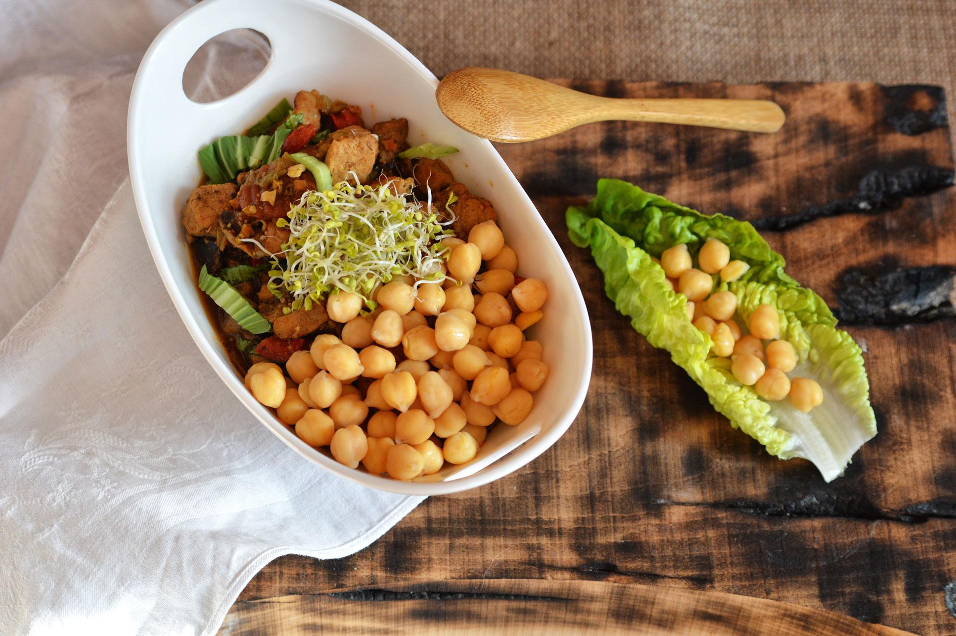 Gulasz z Kapustą Pac-Choi i Warzywami